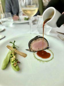 filet-de-veau-trompe-l-oeil-de-petits-pois-jerome-schilling-restaurant-lalique-la-bella-bordeaux